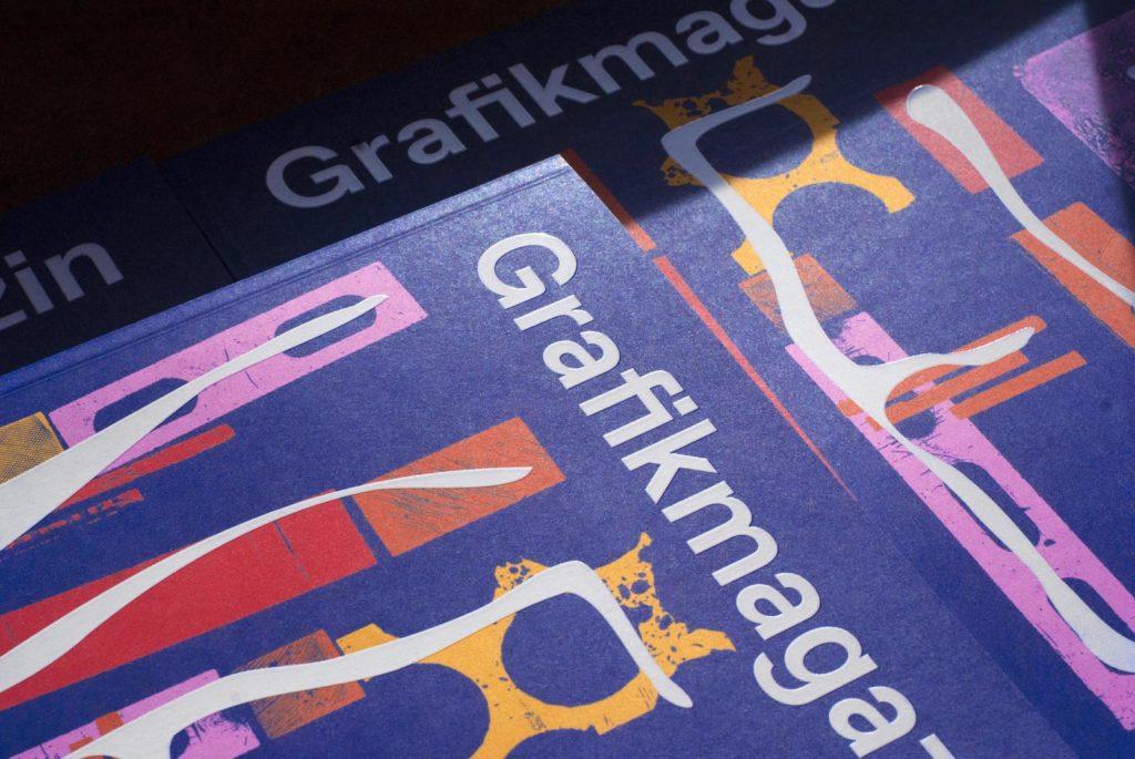 Grafikmagazin 01.21. Ausschnitt des Covers, Veredelung mit Relieflack im Siebdruck